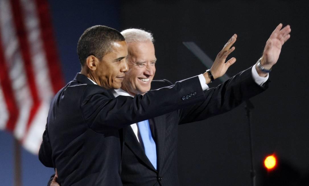 Eleito, Barack Obama e Joe Biden acenam para apoiadores depois do discurso de vitória em Grant Park, em Chicago, em 4 de novembro de 2008 Foto: Pablo Martinez Monsivais /