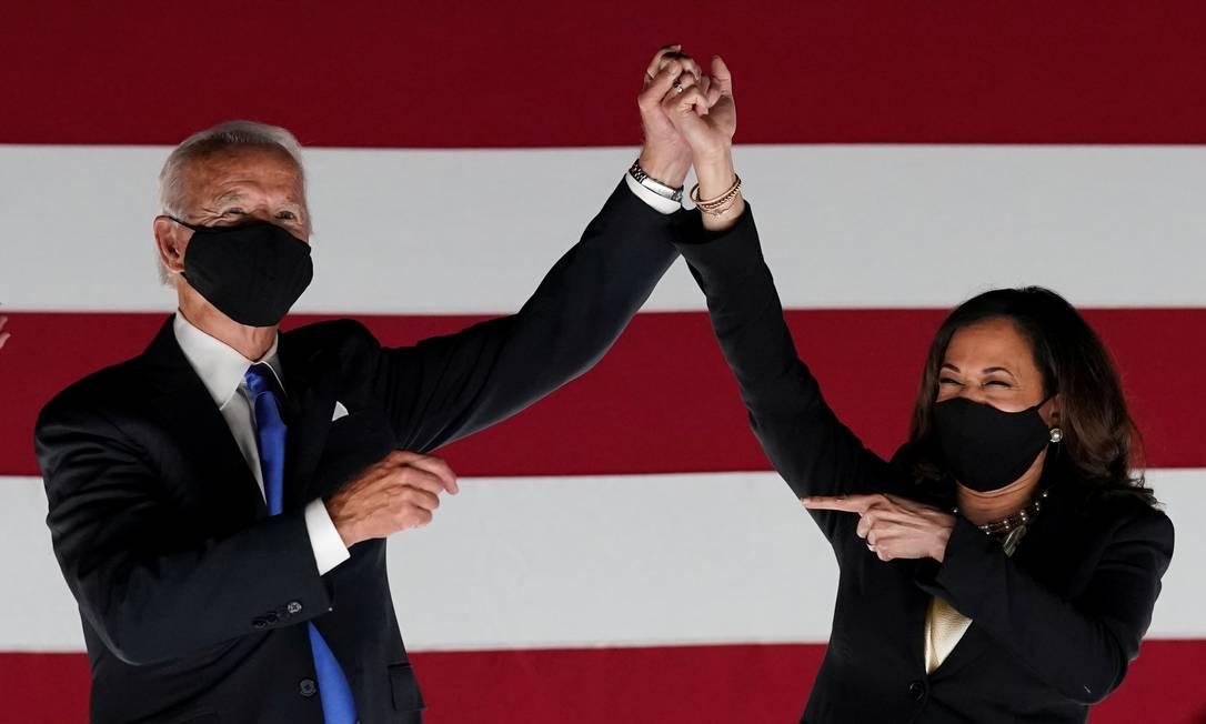 Joe Biden e Kamala Harri, sua companheira de chapa, em agosto deste ano, após a Convenção Nacional Democrata, em Milwaukee, Wisconsin Foto: KEVIN LAMARQUE / REUTERS