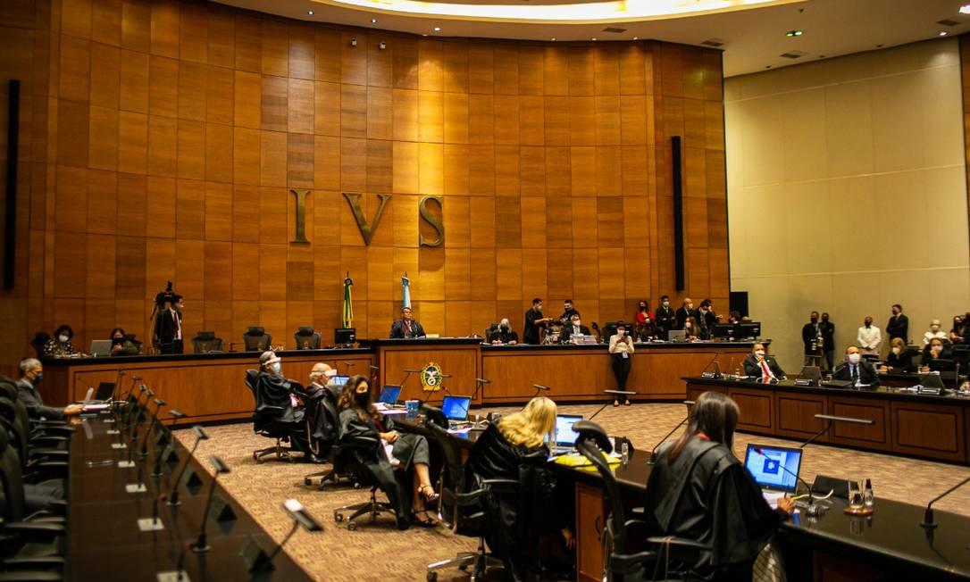 Deputados e desembargadores julgam se acolhem ou não denúncia que embasa o pedido de impeachment contra Witzel Foto: Hermes de Paula / Agência O Globo