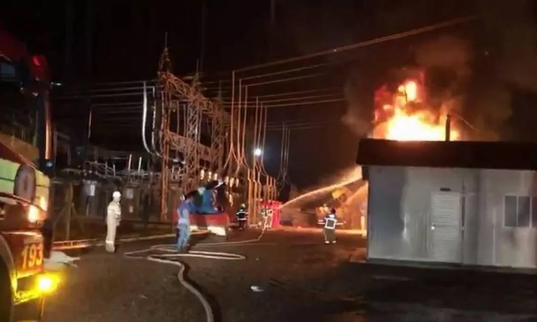 Incêndio atingiu subestação de energia durante chuva em Macapá, capital do Amapá Foto: G1/Reprodução