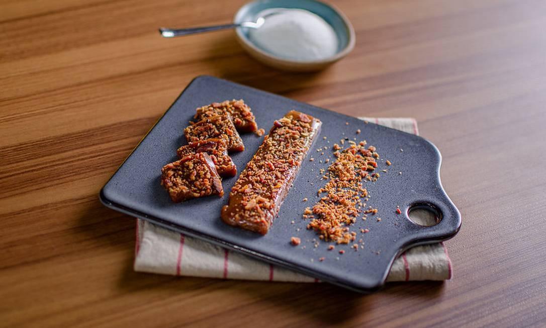 Bombom de caramelo com bacon do Jacquin Foto: Luccas Mattos
