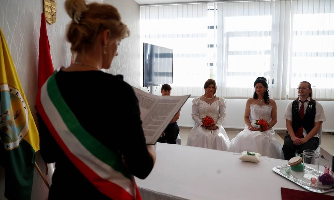 Elvira Angyal e Tamara Csillag celebram seu casamento em Polgardi, interior da Hungria Foto: BERNADETT SZABO / REUTERS