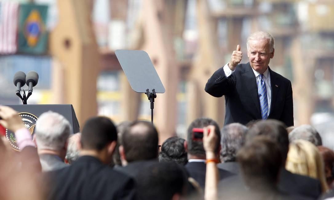 Durante a visita, Biden também esteve no Porto do Rio, onde falou para um pequeno grupo (Foto: Ivo Gonzalez / Agência O Globo)