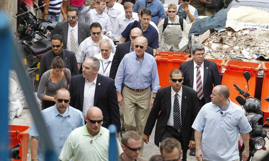 O americano Joe Biden e sua comitiva chegam a Donna Marta, em maio de 2013. Foto: Evo Gonzalez / Agência O Globo