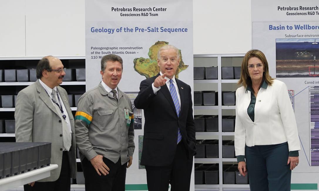 Biden e Petrobras, presidente da Graça Foster, visitam Centro de Pesquisas (Cenpes), na Ilha do Fundão Foto: Ivo Gonzalez / Agência O Globo