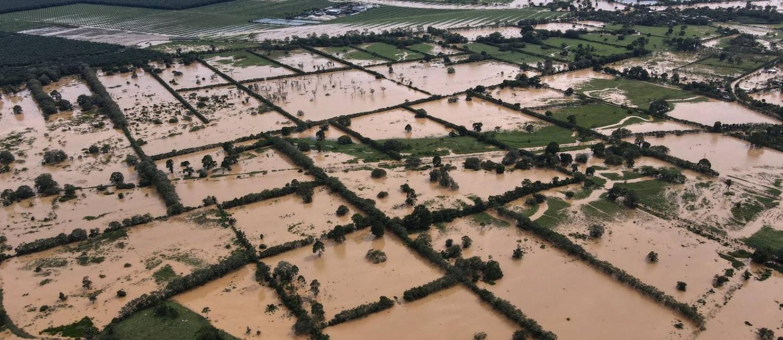 Imagem aérea mostra região alagada após ciclone na Guatemala Foto: Carlos Alonzo / AFP