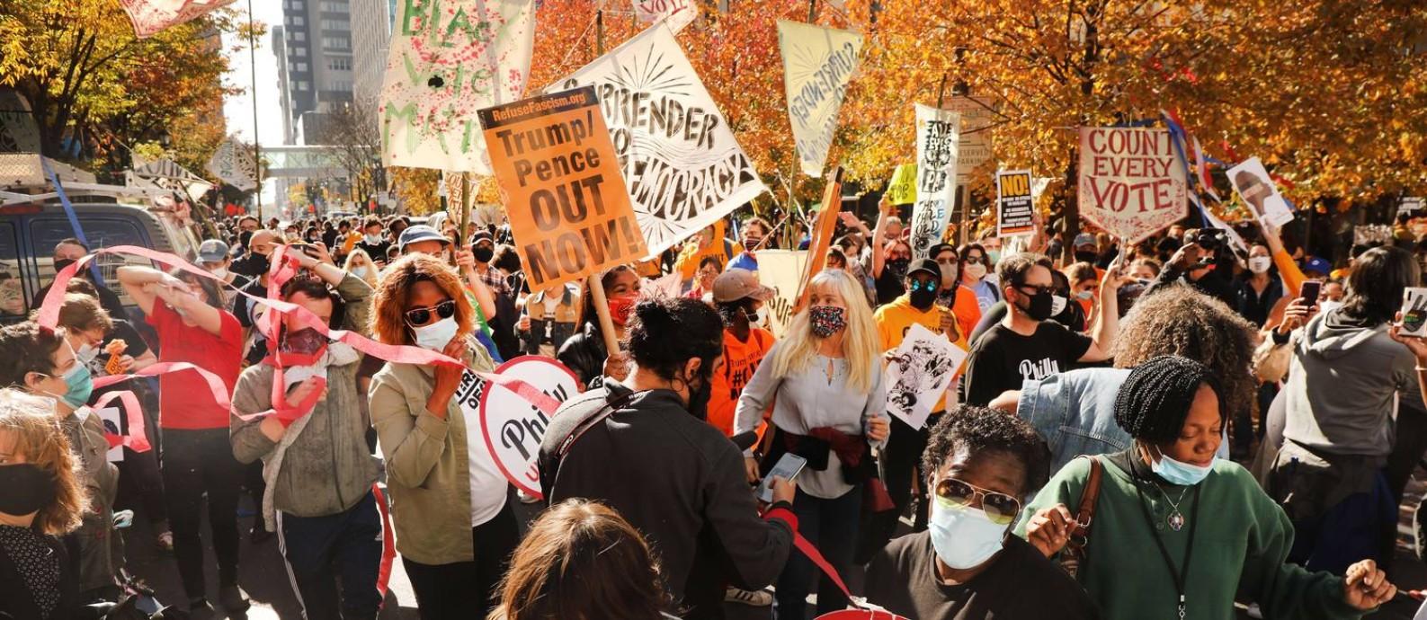 Manifestação a favor de Joe Biden teve clima de festa na Filadélfia, no estado da Pensilvânia Foto: SPENCER PLATT / AFP