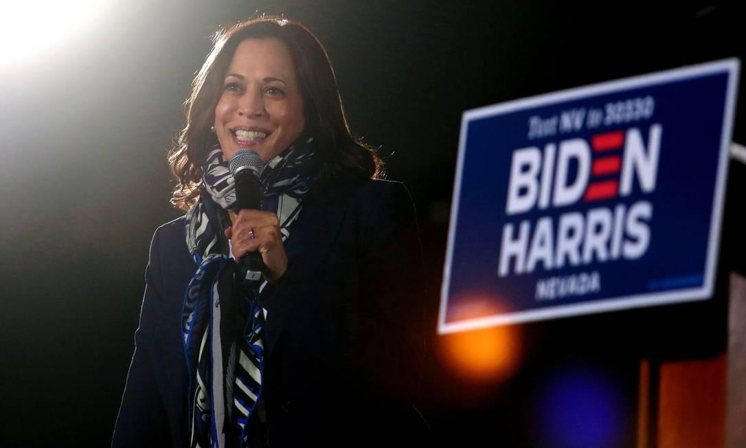 Kamala Harris durante um discurso em 27 de outubro em Las Vegas.  Aos 56 anos, o senador democrata da Califórnia permitiu que Biden, 77, tivesse o apoio de um eleitorado mais diversificado que buscava ser mais bem representado no auge do poder. FOTO: RONDA CHURCHILL / AFP
