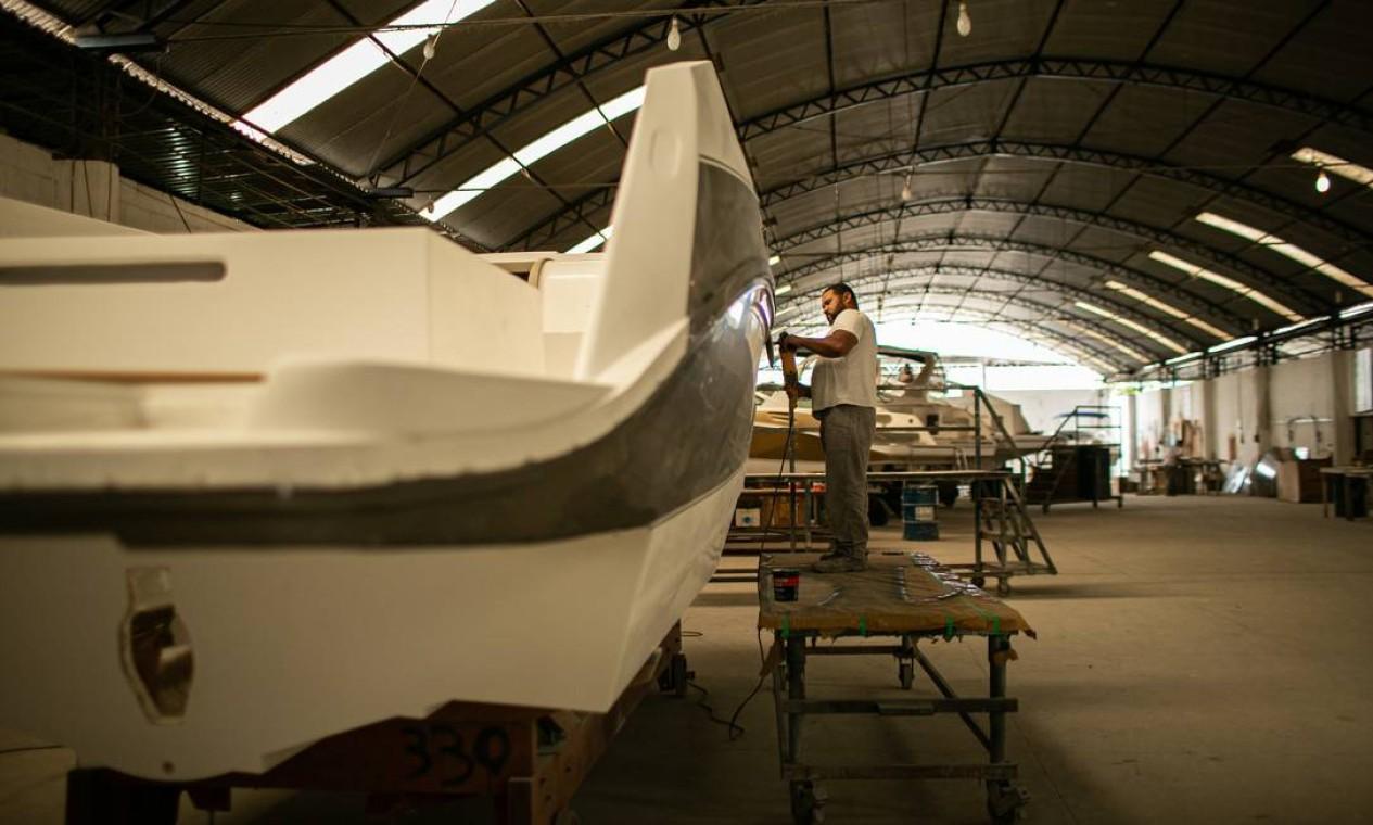 A espera pela entrega de um barco no estaleiro Real Power Boat está entre 90 e 120 dias, dependendo do tamanho Foto: Hermes de Paula / Agência O Globo