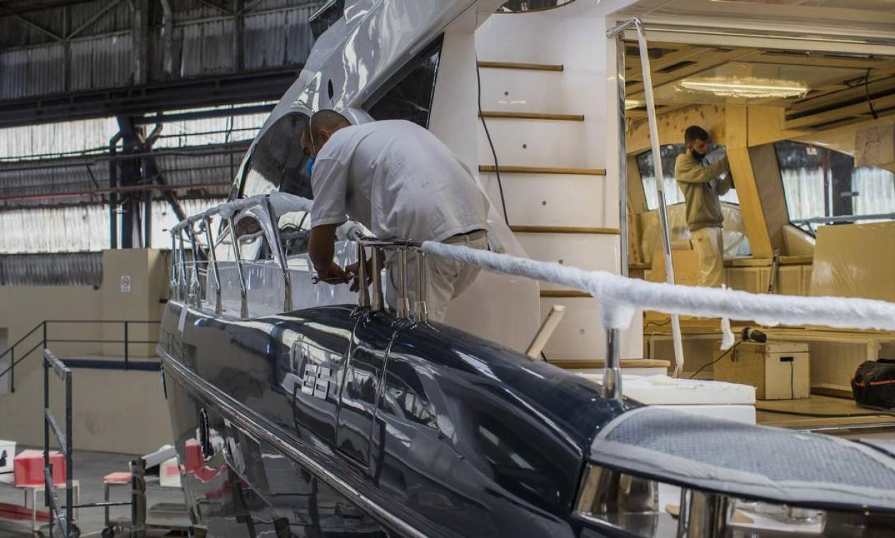 Capacidade de produção está no limite devido ao aumento da procura por embarcações Foto: Edilson Dantas / Agência O Globo