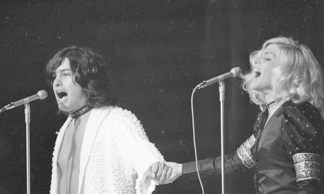 Vanusa e o primeiro marido, Antônio Marcos, se apresentam na quinta edição do Festival Internacional da Canção, em 1970 Foto: José Araújo / Agência O Globo