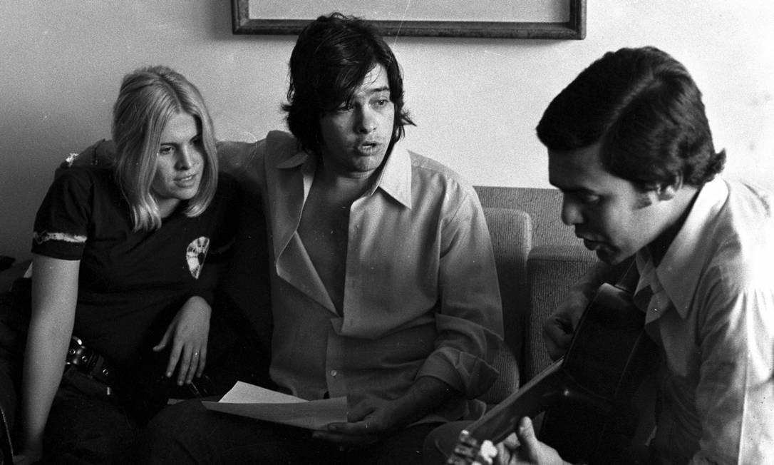 """Antonio Marcos e Vanusa, em 1970. Cantora passou por diversos estilos musicais, desde a Jovem Guarda de suas primeiras apresentações até o rock em """"What to do"""", faixa de seu álbum de 1973 Foto: Arquivo / Agência O Globo"""