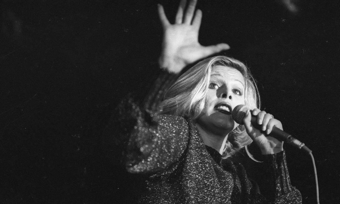 A cantora Vanusa durante apresentação em 1977 Foto: Antonio Carlos Piccino / Agência O Globo
