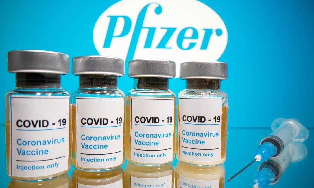 Frascos da vacina em estudo da farmacêutica americana Pfizer Foto: DADO RUVIC / REUTERS