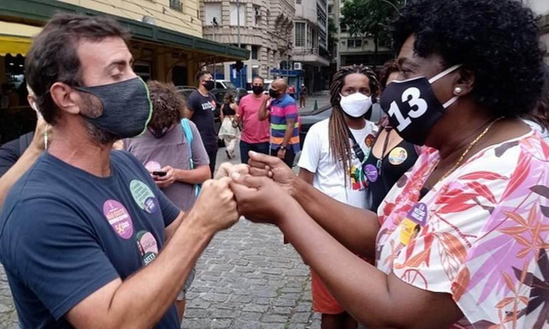 Benedita da Silva (PT) encontra o deputado federal Marcelo Freixo (PSOL), na Cinelândia, durante ato por justiça para Mariana Ferrer Foto: Wagner Silva / Reprodução - 08/11/2020