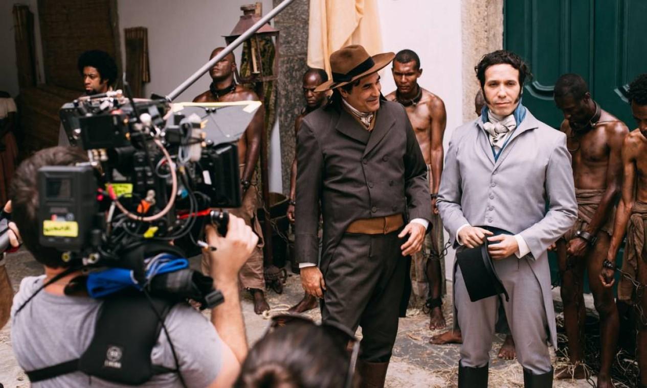 Bastidores de trabalho recente: Luciano Szafir (à esquerda) e André Rayol, em cena da série 'Brasil imperial', lançada em 2020 Foto: Rodrigo Ricordi / Divulgação