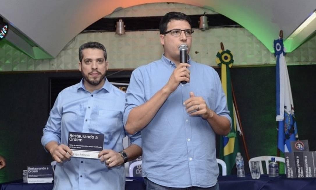 Discurso de Rogério Amorim, acompanhado do irmão, Rodrigo Amorim Foto: Divulgação