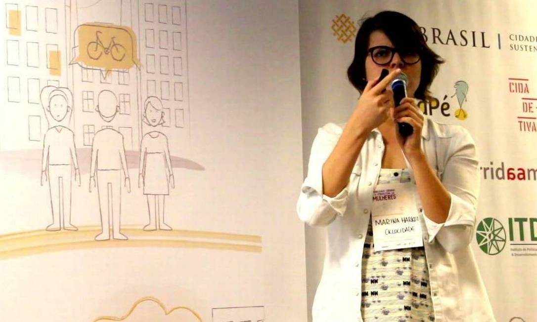 Marina Harkot, pesquisadora de gênero e mobilidade urbana, em palestra em 2017 Foto: Reprodução