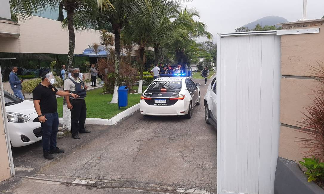 Polícia no heliporto no Recreio dos Bandeirantes Foto: Marco Nunes