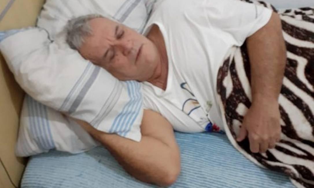 Marcos Aurélio Rodrigues, de 61 anos, reclama do abandono após deixar o Hospital de Bonsucesso Foto: Acervo pessoal / Agência O Globo