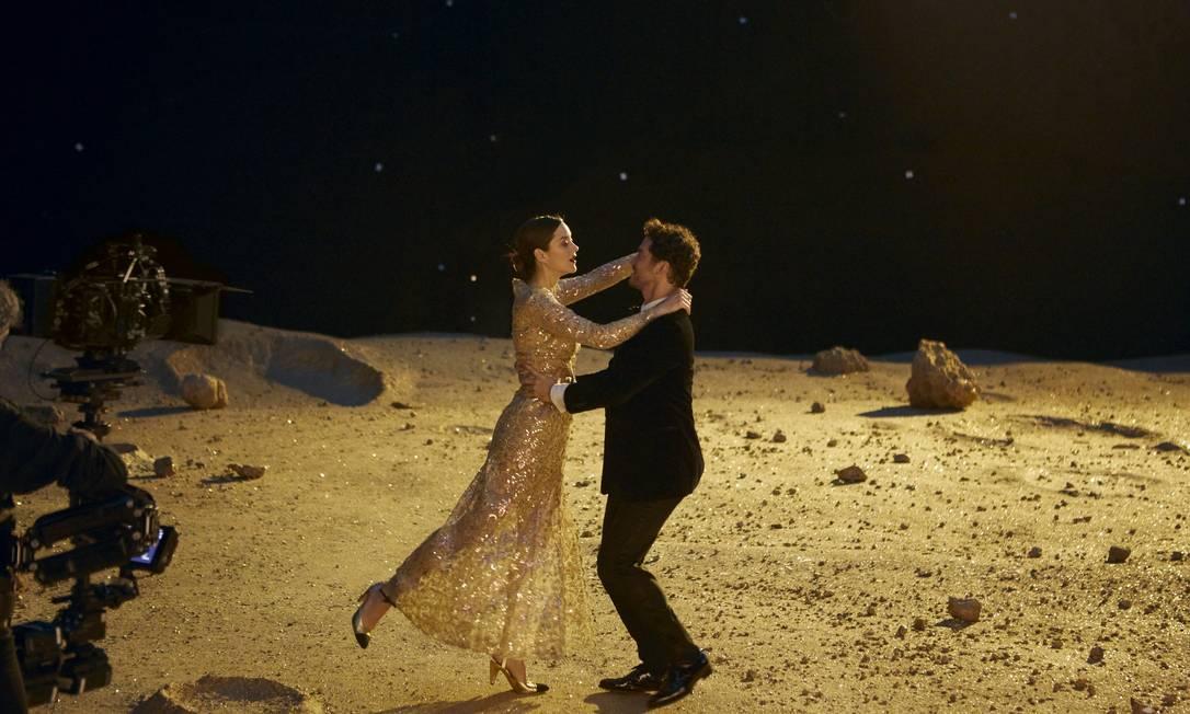 Cena da dança de Marion Cotillard e Jérémie Bélingard na lua Foto: Divulgação