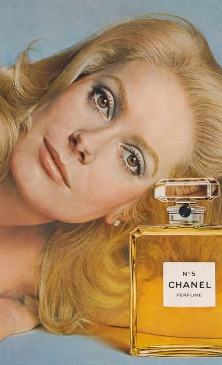 A icônica imagem de Catherine Deneuve, por Richard Avedon, em 1975 Foto: Divulgação