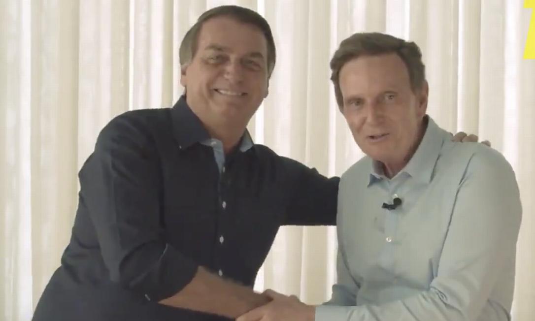 Bolsonaro cumprimenta Crivella em vídeo para o horário eleitoral gratuito Foto: Reprodução