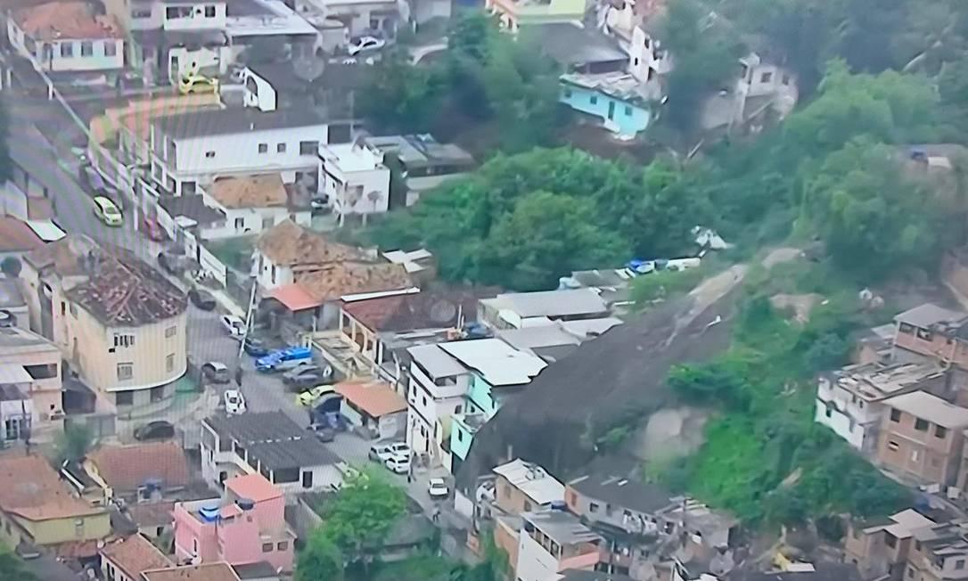 Polícia Militar faz operação na comunidade de Campinho, na Zona Norte do Rio Foto: Reprodução/TV Globo
