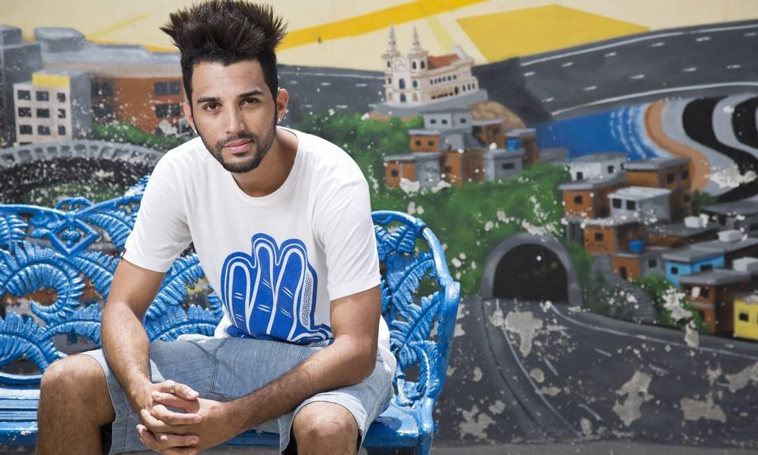 Cadu, em 2012, ano em que lançou o documentário '5x pacificação' Foto: Paula Giolito / Agência O Globo
