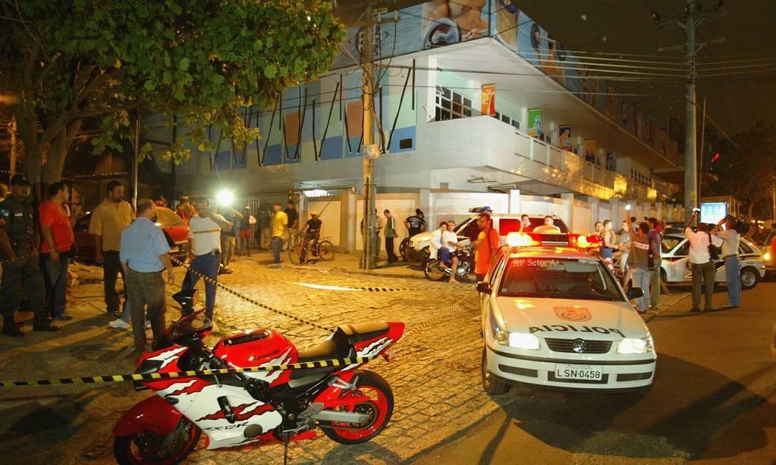 Bicheiro Maninho foi assassinado a tiros na Estrada do Gabinal, em Jacarepaguá, Zona Oeste do Rio, em 2004 Foto: Fernando Quevedo / Agência O Globo - 28/09/2004