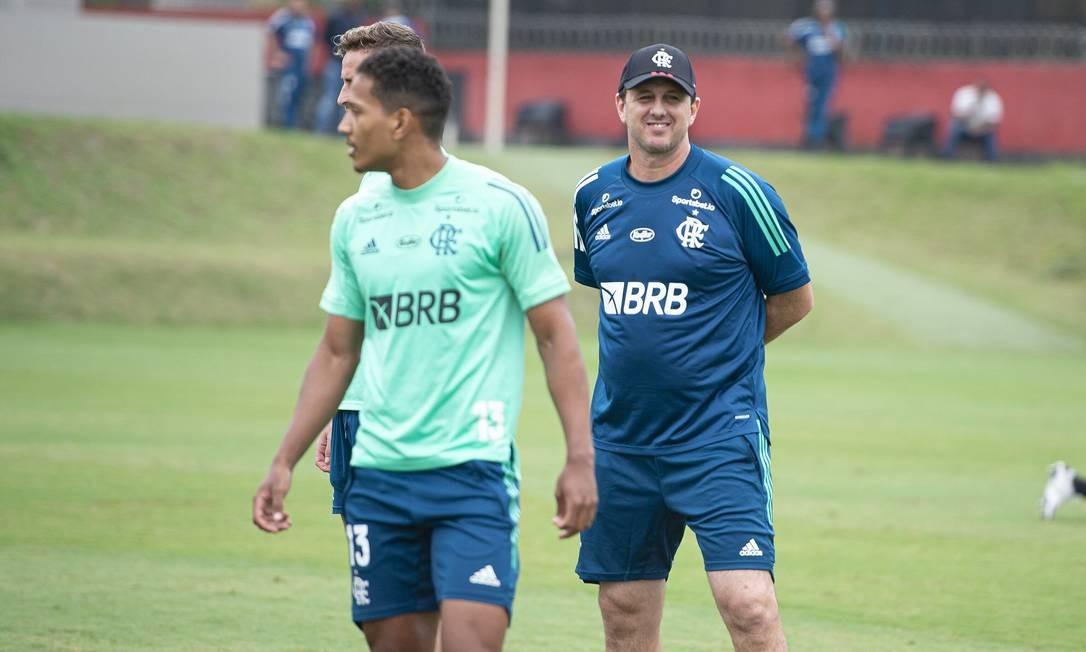 Ceni comanda o primeiro treino como técnico do Flamengo. Foto: Alexandre Vidal - Flamengo / Agência O Globo