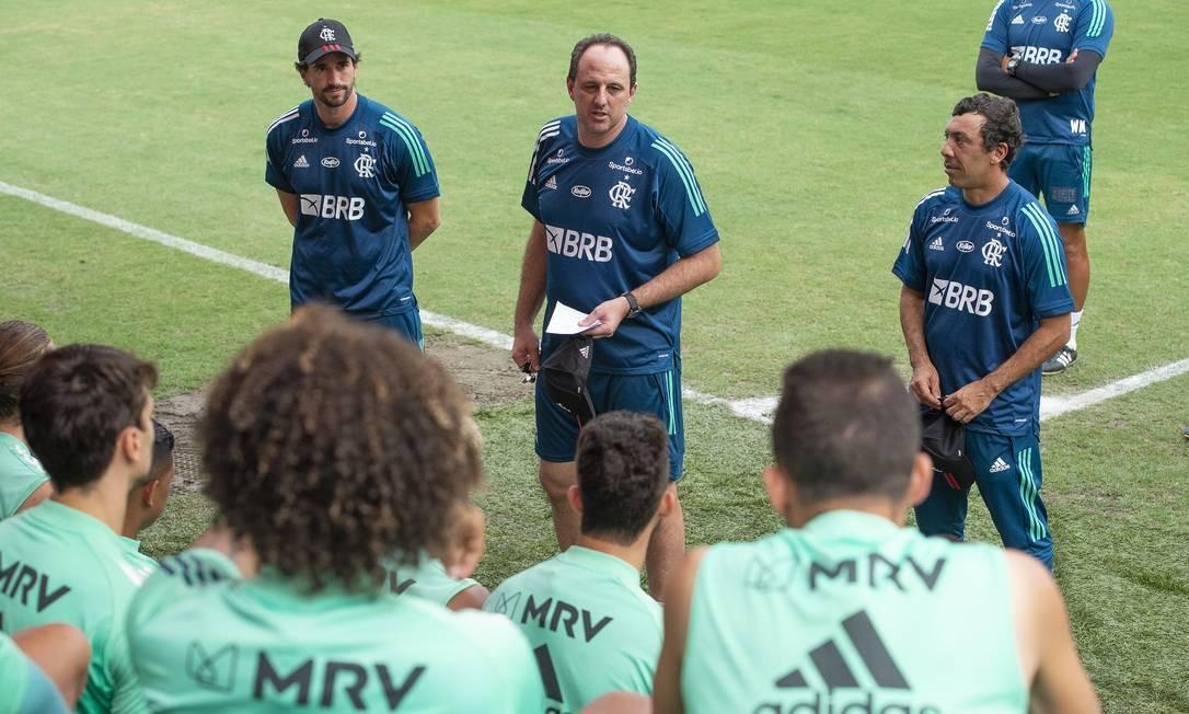 Novo técnico buscou proximidade com jogadores eignorou medidas de distanciamento social Foto: Alexandre Vidal - Flamengo / Agência O Globo
