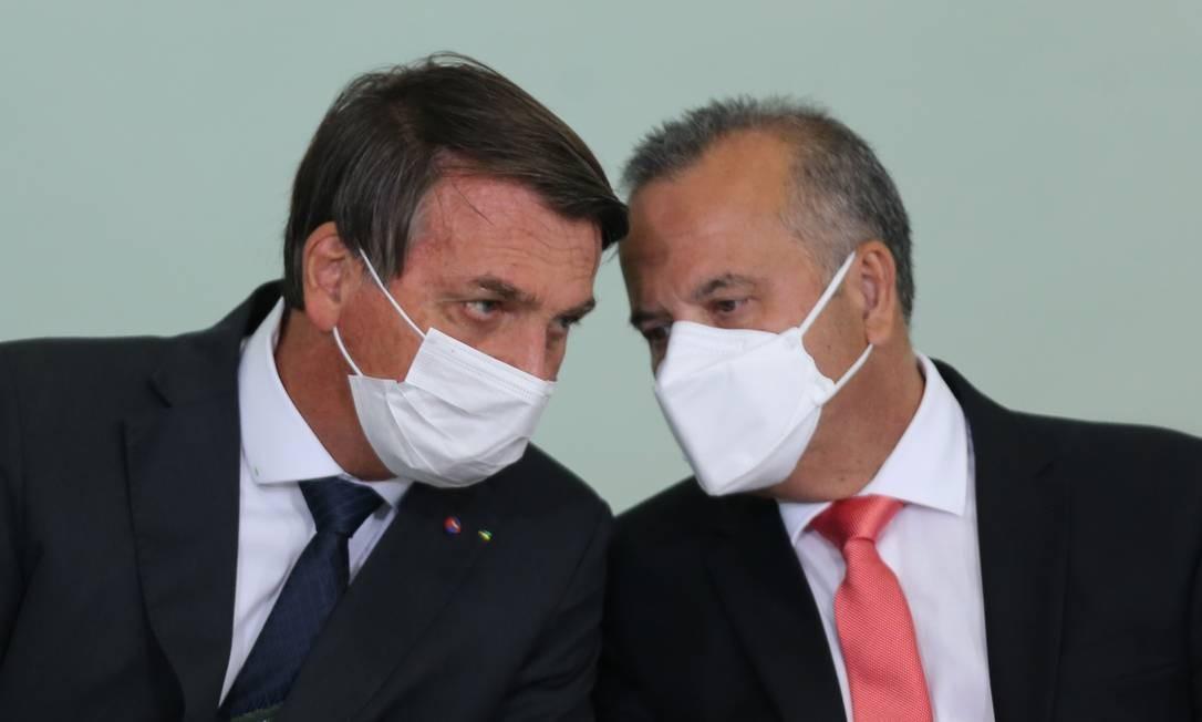O presidente Jair Bolsonaro e o ministro do Desenvolvimento Regional, Rogério Marinho, durante evento em agosto Foto: Jorge William / Agência O Globo