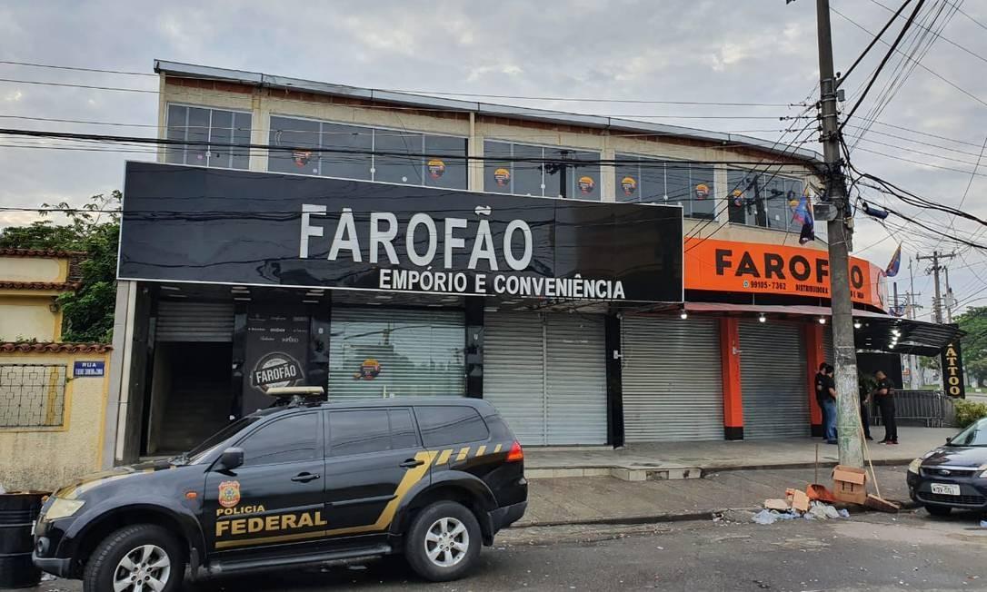 Agentes da PF na empresa dos irmãos Jerominho e Natalino Foto: Reprodução