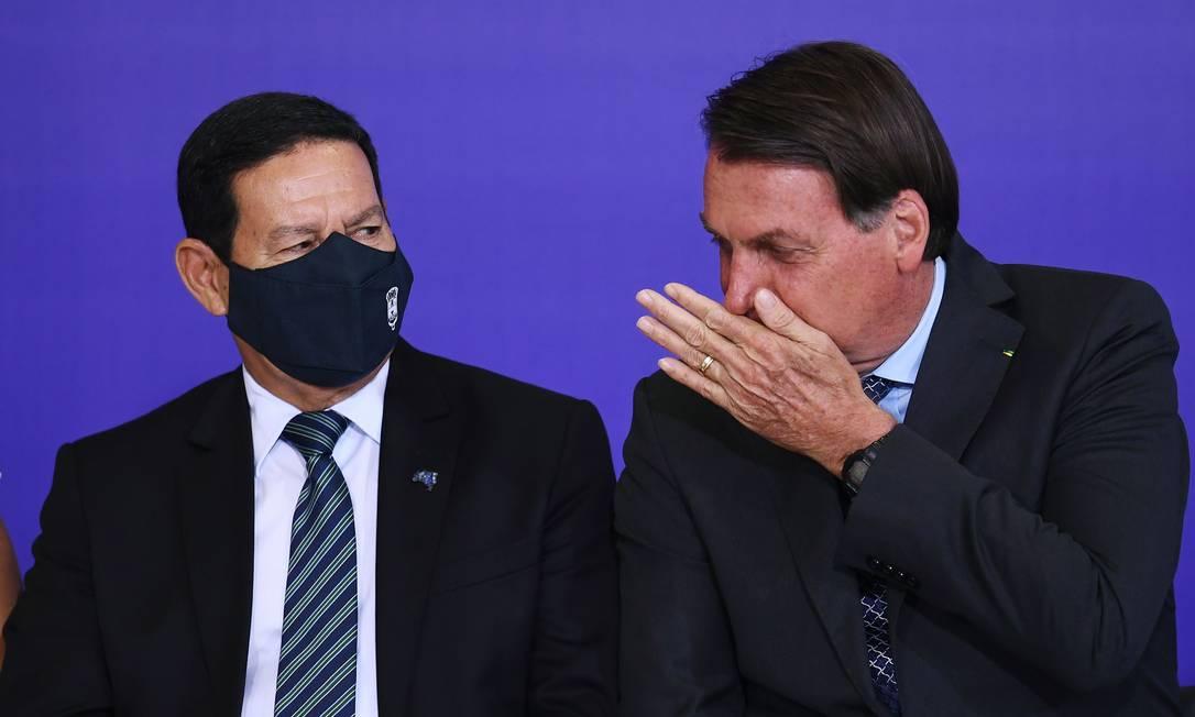 O vice-presidente Hamilton Mourão e o presidente Jair Bolsonaro, durante evento no Palácio do Planalto Foto: Evaristo Sá/AFP/9-11-2020