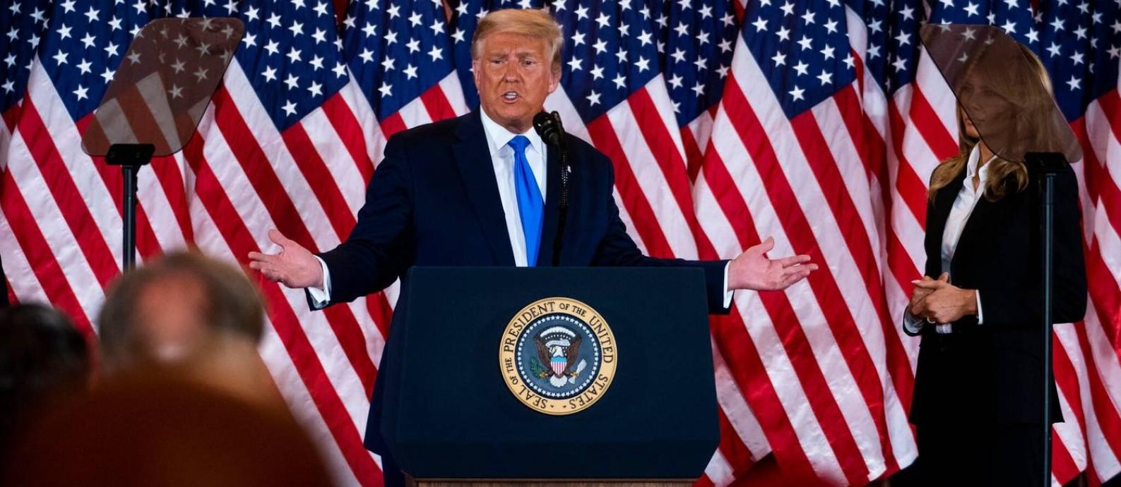 Ao levantar a possibilidade de que ele teria que ser forçado a deixar o cargo, o presidente Donald Trump destruiu uma tradição democrática fundamental Foto: Doug Mills / The New York Times