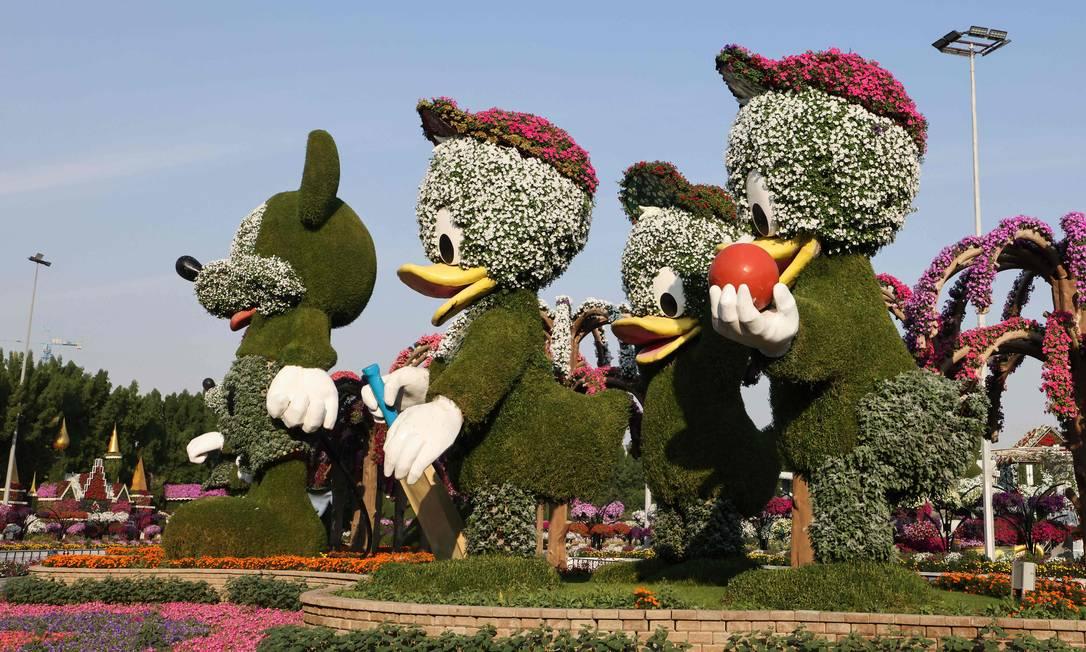 Esculturas gigantes de plantas vivas retratam personagens do mundo Disney Foto: GIUSEPPE CACACE / AFP