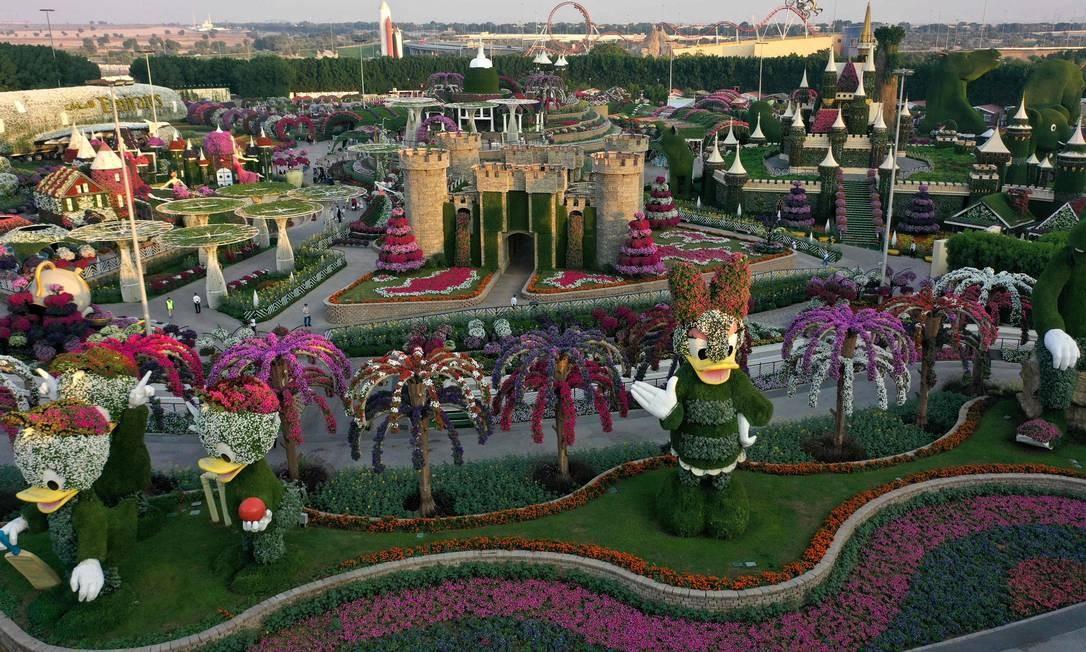 O Jardim dos Milgares de Dubai, lar de estruturas florais gigantes e milhões de flores e variedades de plantas, está aberto à visitação desde o início de novembro Foto: GIUSEPPE CACACE / AFP