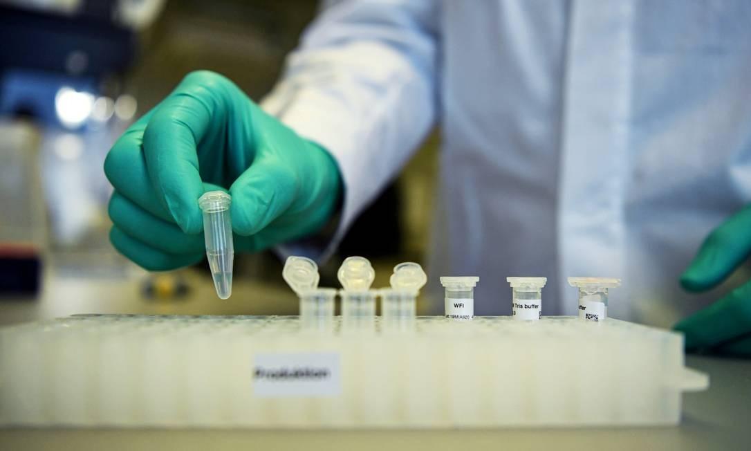 Arrecadação para disponibilizar vacinas para países pobres continua Foto: Andreas Gebert / REUTERS