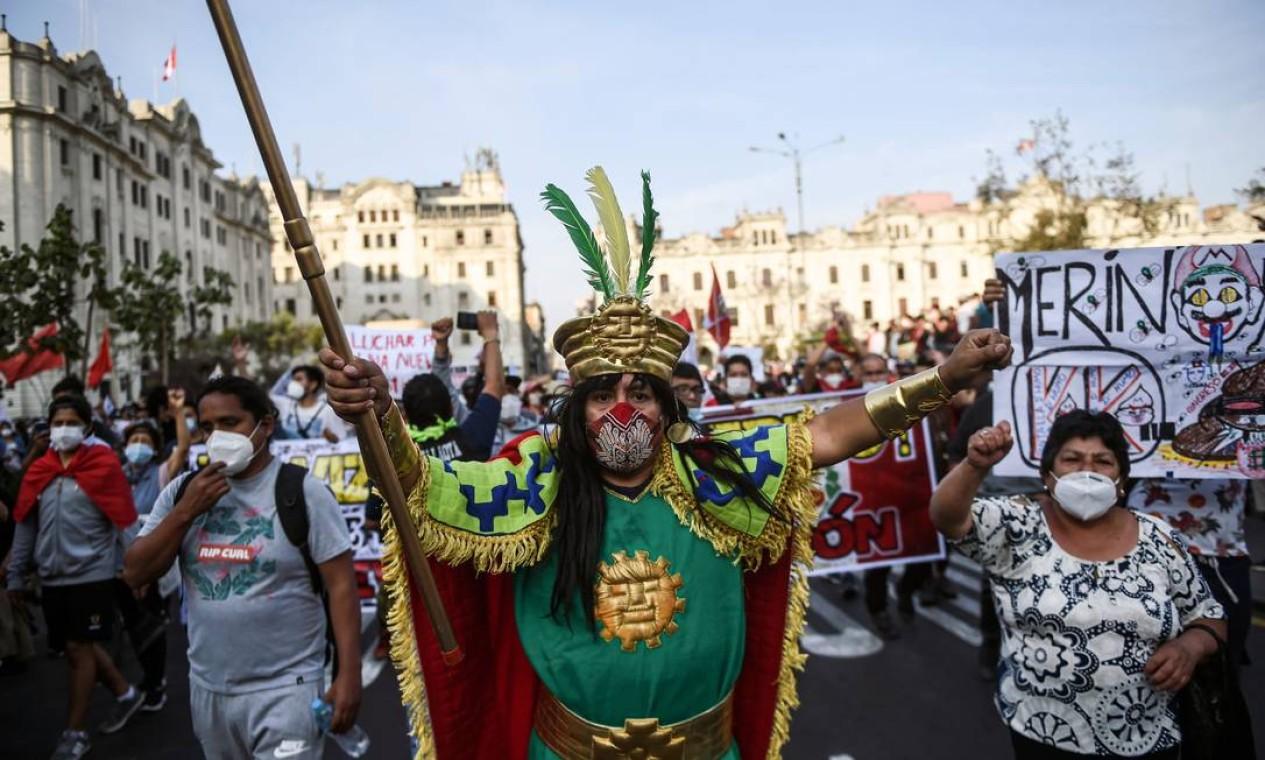 Protestos no Peru ganham dimensão a cada dia desde a destituição de Martín Vizcarra Foto: ERNESTO BENAVIDES / AFP