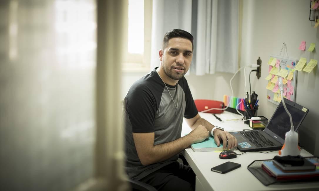 Espera. Edgard Gomes teve a primeira requisição de exame em 27 de agosto, mas só fez um teste em 16 de setembro Foto: Guito Moreto / Agência O Globo