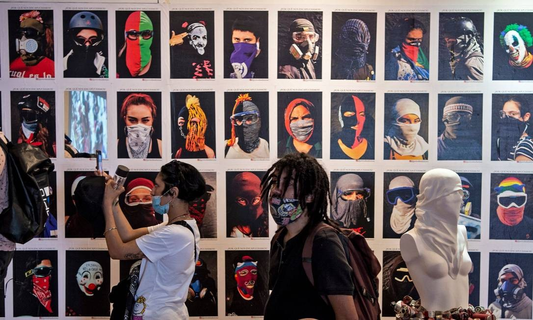 Museu expõe intervenções do poderoso movimento cultural, cuja principal vitrine eram as ruas da capital, que surgiu junto com as manifestações que tiveram início em 18 de outubro de 2019 Foto: MARTIN BERNETTI / AFP