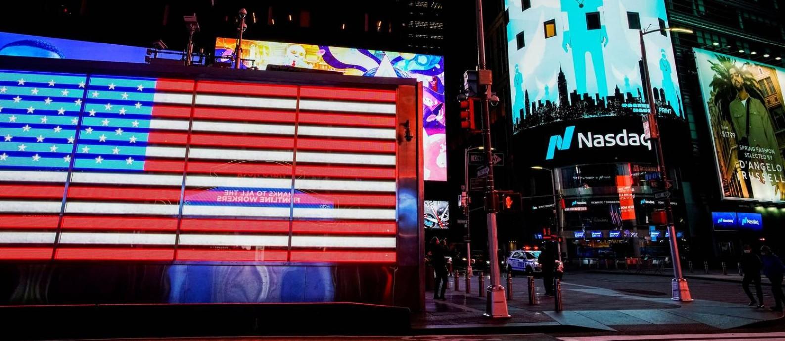 Times Square, em Nova York, já foi violenta e decadente. Floresceu para o turismo e negócios após revitalização Foto: Eduardo Munoz / REUTERS/23-4-2020