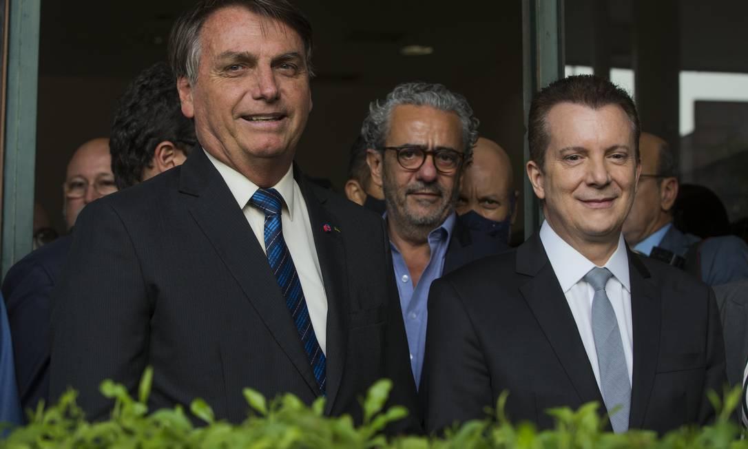 Bolsonaro e o candidato a prefeito de São Paulo, Celso Russomanno, do Patriotas, no Aeroporto de Congonhas Foto: Edilson Dantas / Agência O Globo