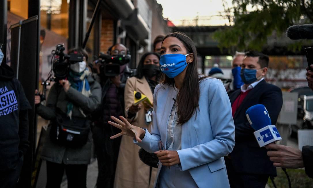 Deputada Alexandria Ocasio-Cortez, uma das principais líderes da ala progressista dos democratas, será uma das vozes a pressionar Biden por ações caras à esquerda no mandato Foto: DESIREE RIOS / NYT