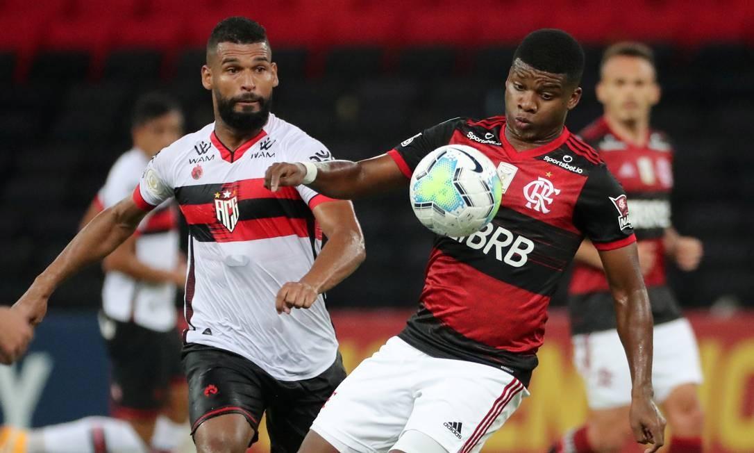 Lincoln no jogo do Flamengo com o Atlético-GO Foto: SERGIO MORAES / REUTERS