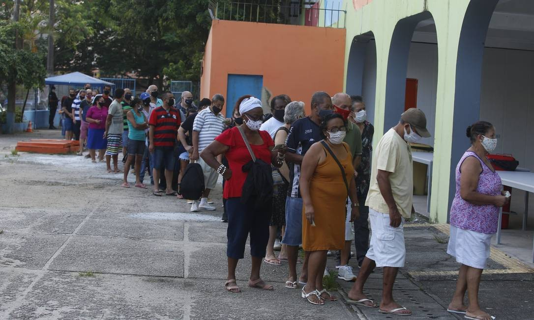 O 1º turno das eleições acontece neste domingo das 7h às 17h. Por causa da pandemia, as três primeiras horas de votação são preferenciais para pessoas acima de 60 anos Foto: Fabiano Rocha / Agência O Globo
