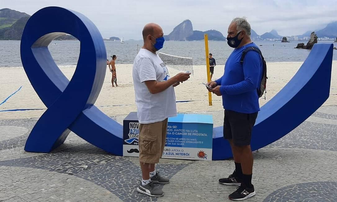 Ação conta com laço azul com três metros Foto: Divulgação / .