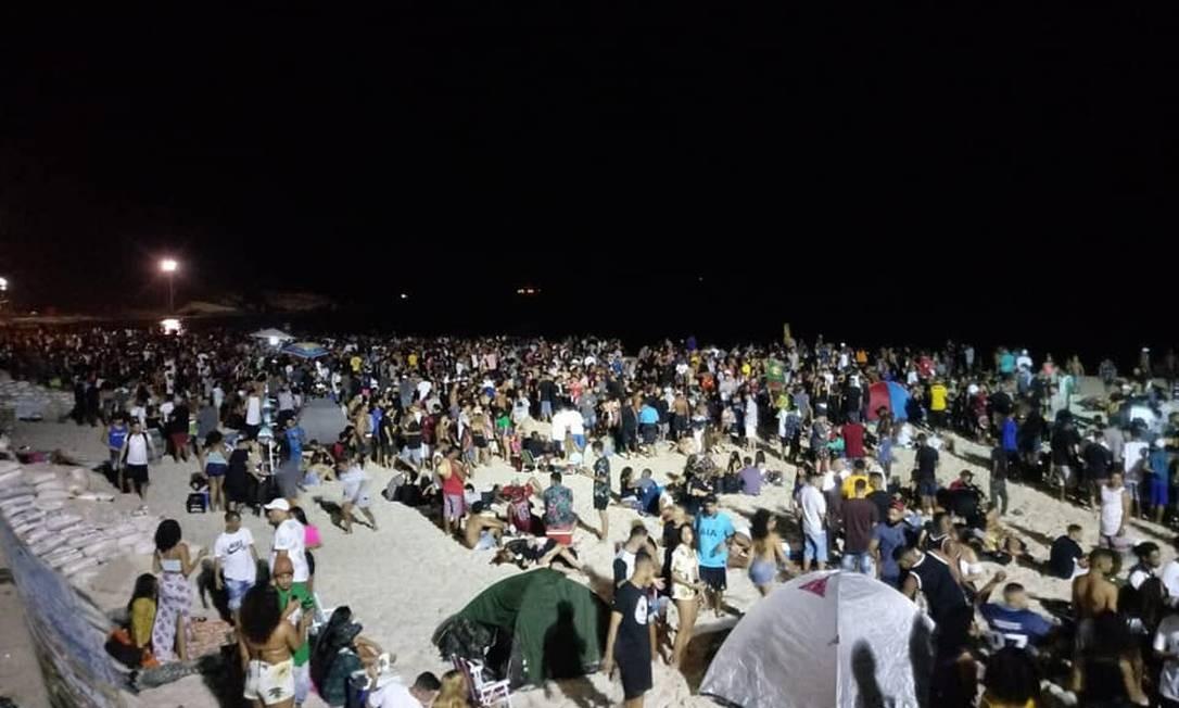Luau no Arpoador reúne 2 mil pessoas na madrugada de domingo e gera reclamações de moradores