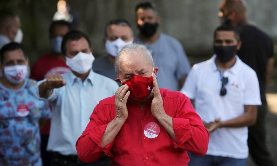 Ex-presidente Lula votou na manhã deste domingo, em São Bernardo do Campo (SP), e comentou decisão de Jilmar Tatto Foto: AMANDA PEROBELLI / REUTERS